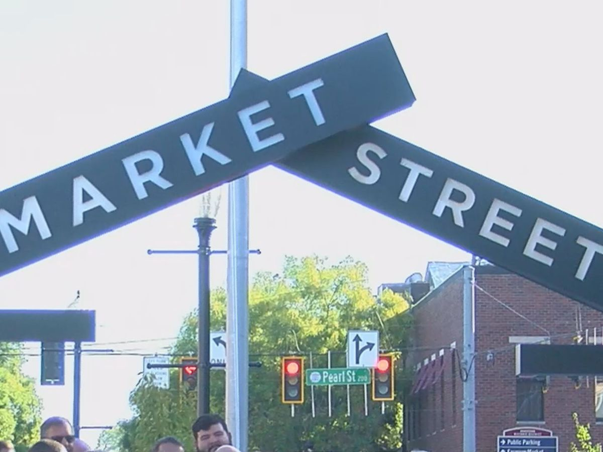 Ribbon-cutting signals end to New Albany's Market Street renovations
