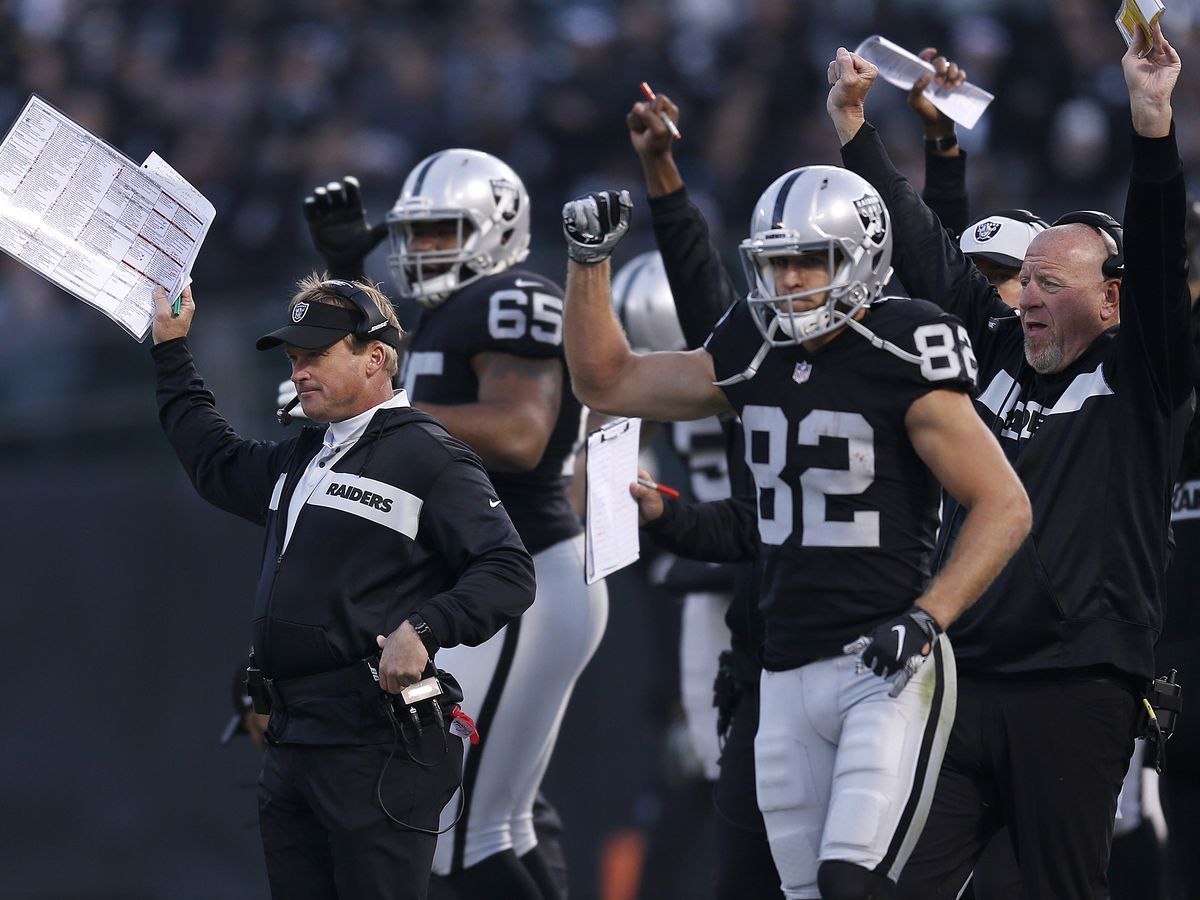 Carr's late TD pass leads Raiders past Steelers 24-21