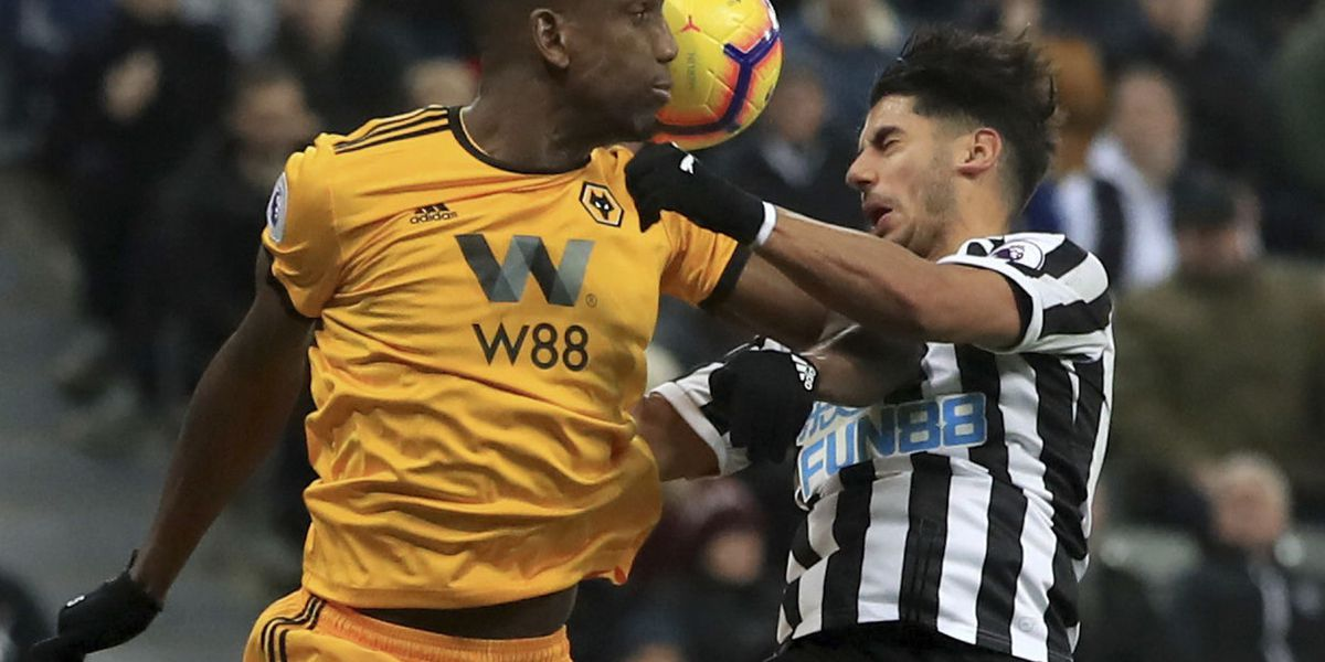 Wolves beat 10-man Newcastle with late goal