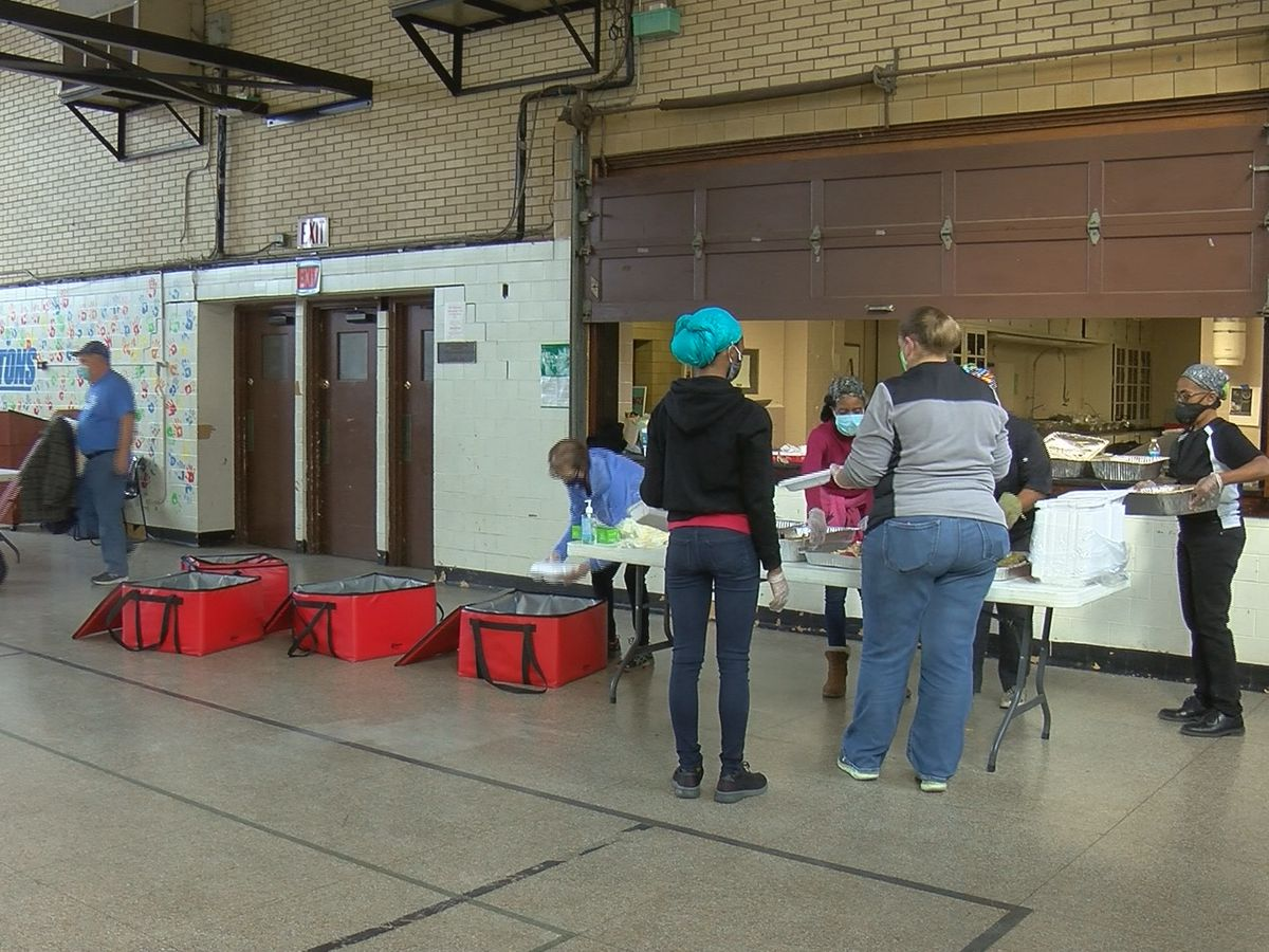 Catholic Charities provides 450 Thanksgiving meals to migrant, refugee families