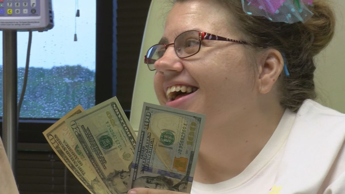 Kentucky doctor surprises stage 4 cancer patient with Derby winnings