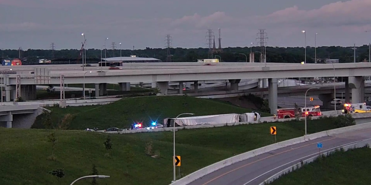 Semi overturns, blocking downtown Louisville interstate ramp