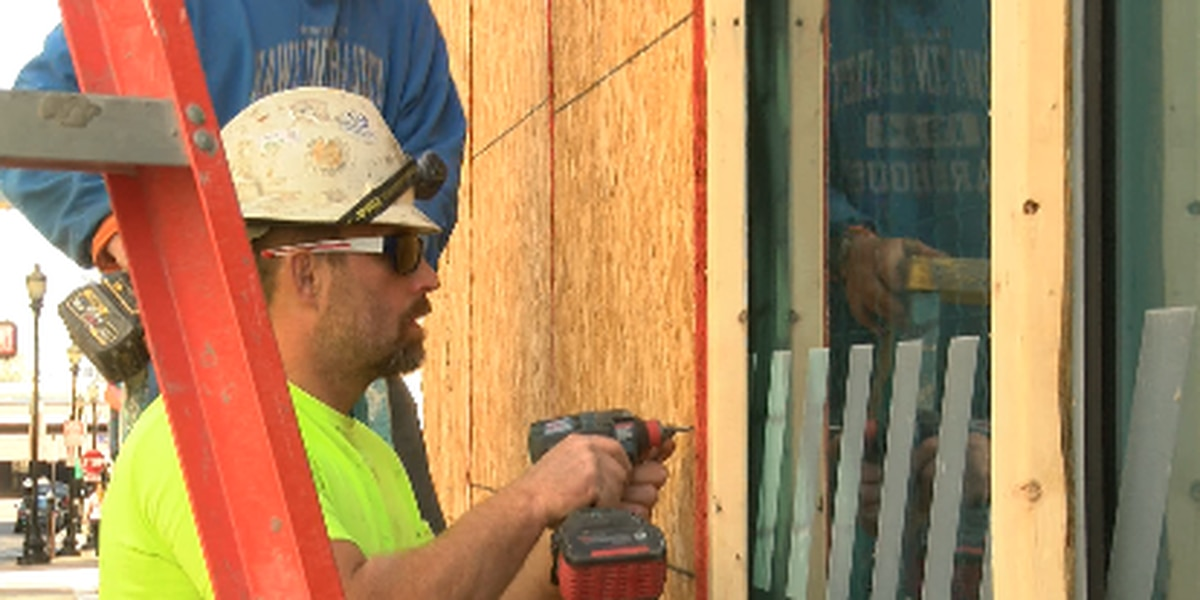A symbol of change: Downtown Louisville businesses remove plywood
