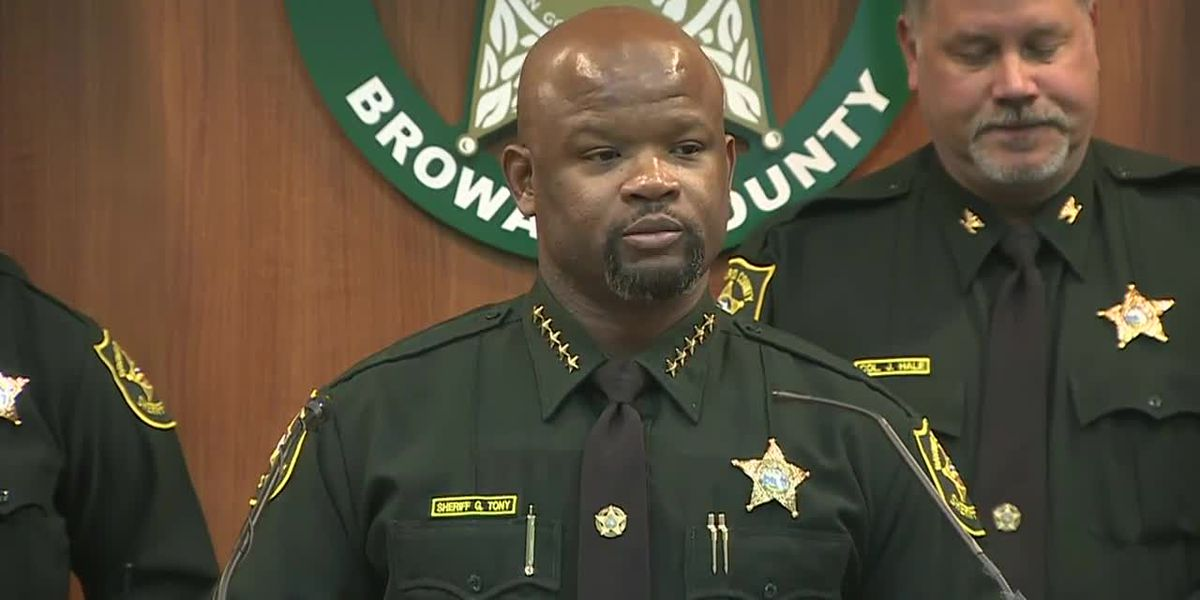 2 more deputies fired in connection with Parkland, Fla., school shooting