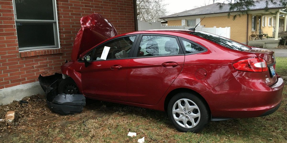 Car crashes into house in southwest Jefferson Co.; injuries reported