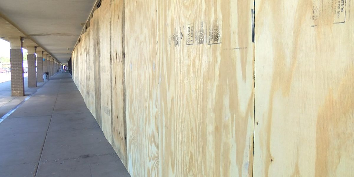 LMPD: 16 Louisville businesses looted overnight Thursday