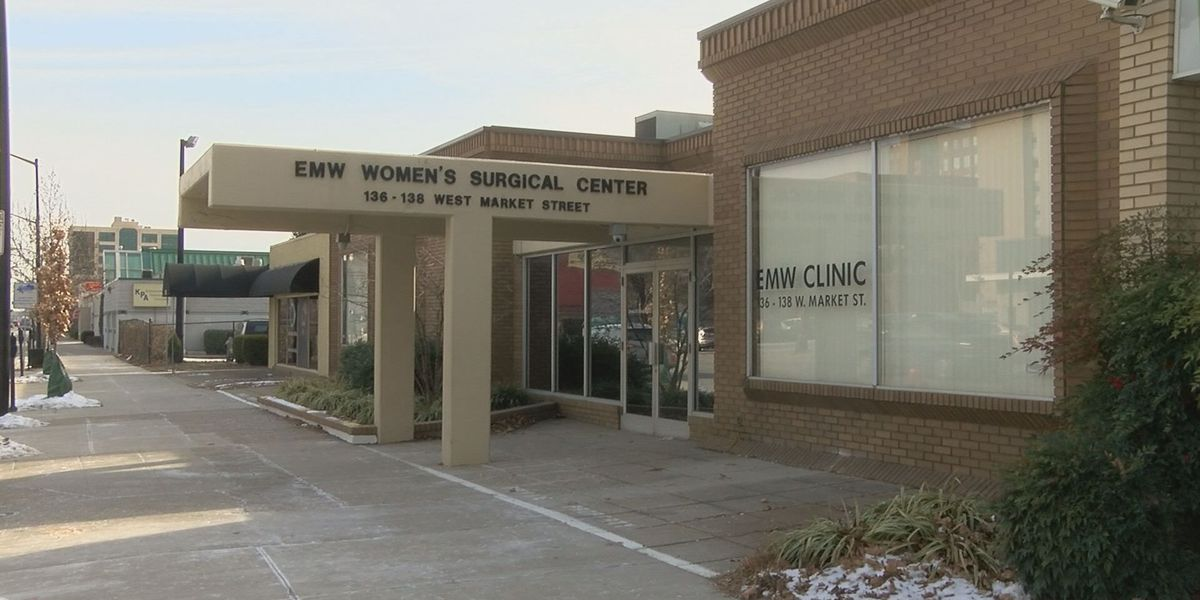 Federal order moves protesters clear of abortion clinic entrance