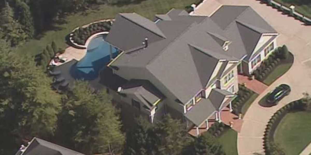 Rick Pitino sells Louisville home, could learn fate Monday