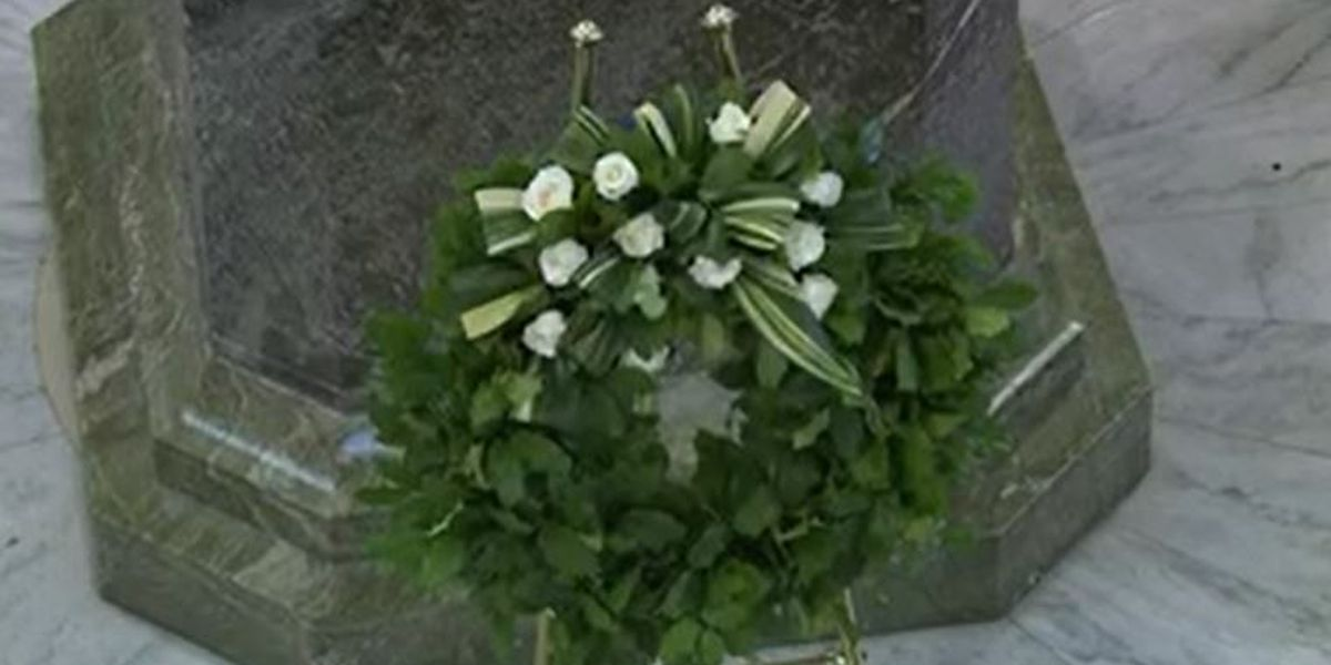 Wreath laying ceremony in honor of COVID-19 victims