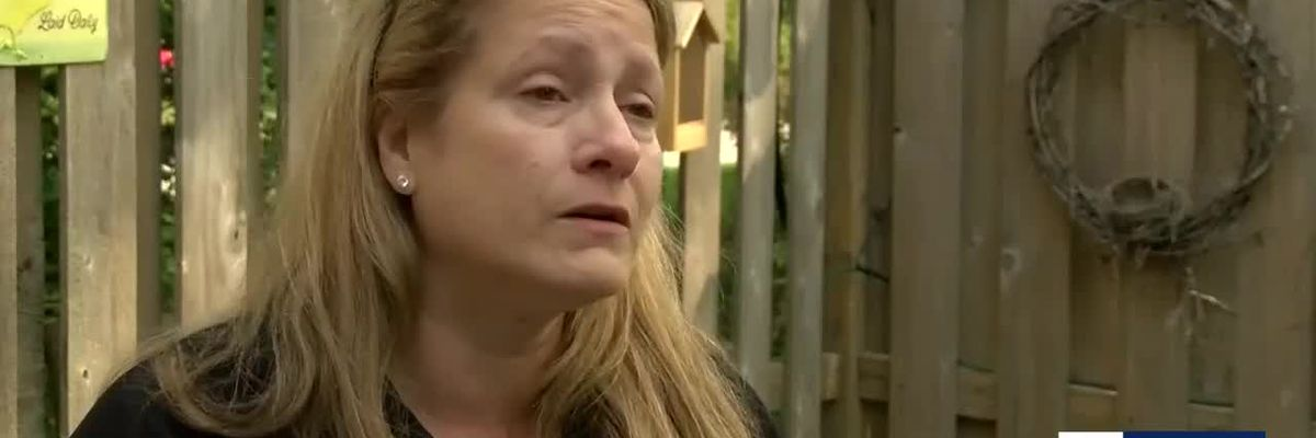 Daughter searching for mother's ashes lost in the mail
