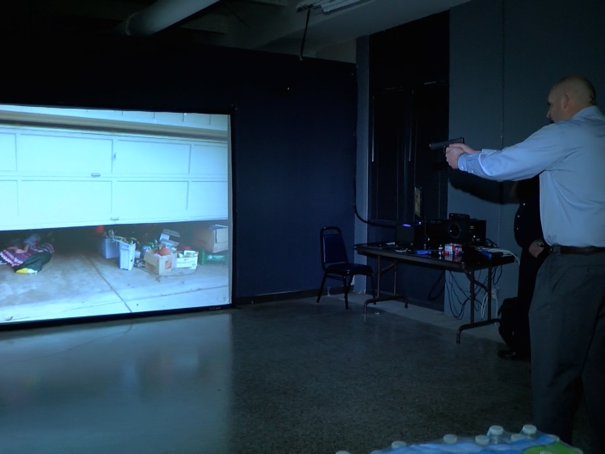 Elizabethtown Police give media inside look at police training