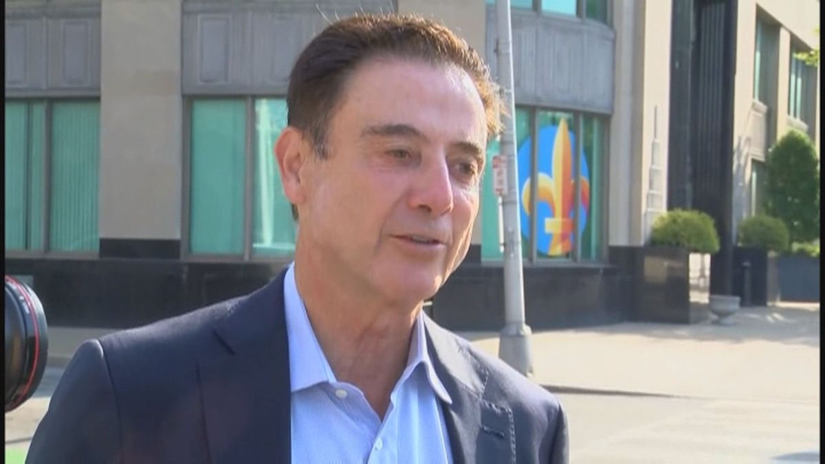 Pitino gets $0 for 67th birthday, sports watchers think coaching is the reason