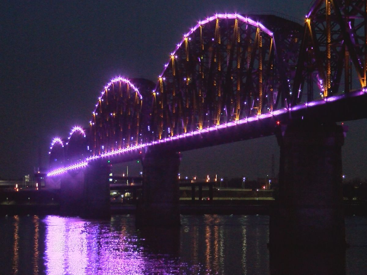 Lightning strike takes down Big Four Bridge's light show