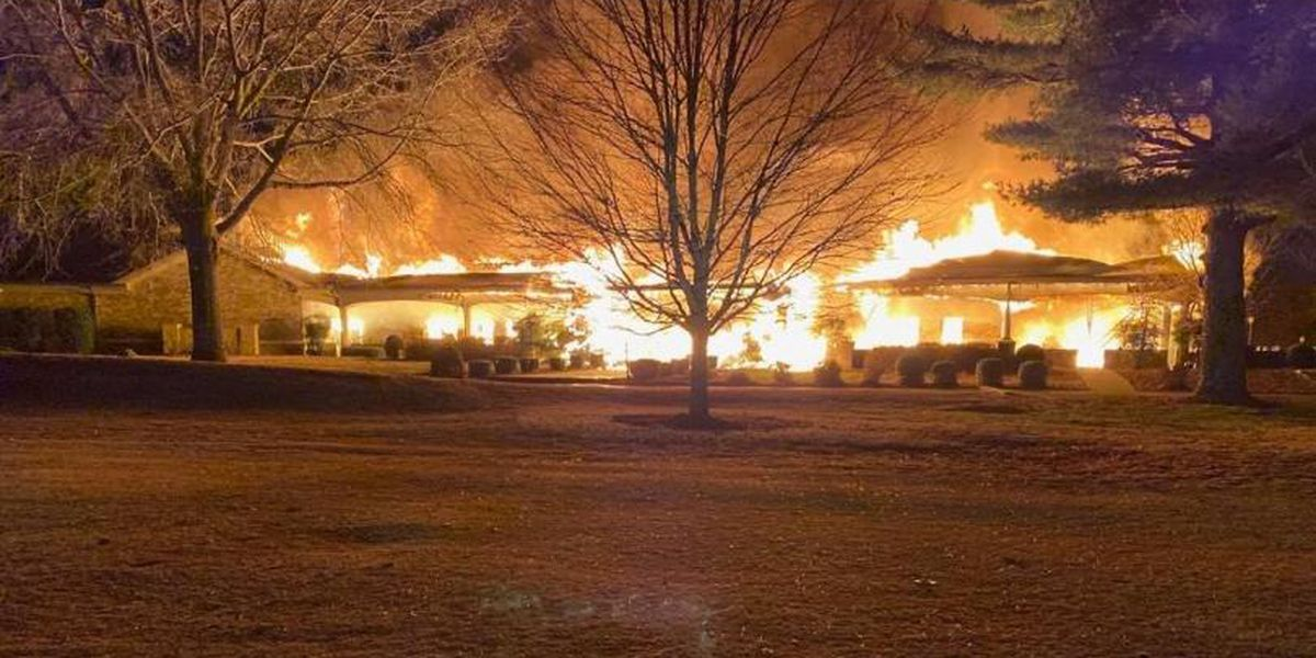 Country club building in Bowling Green catches fire, declared a complete loss