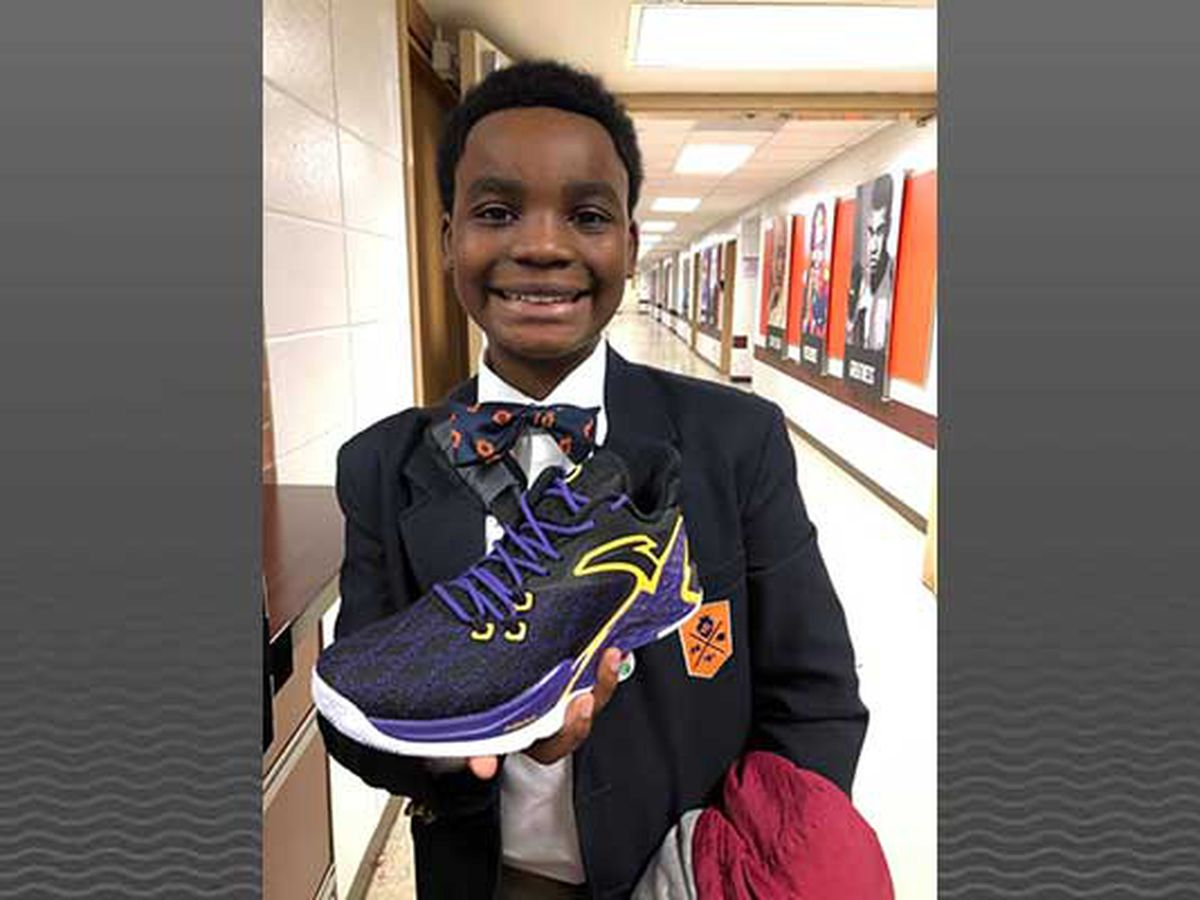 Rajon Rondo gifts new shoes to high achieving students at new JCPS school