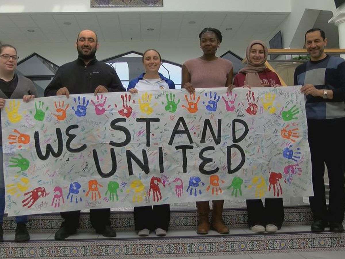 High school students show support to Muslim community
