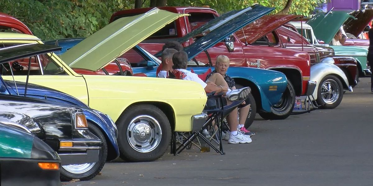 Classic cars cruise through Iroquois Park