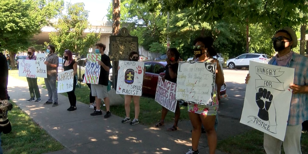 Protesters say they'll starve until officers lose pension and jobs