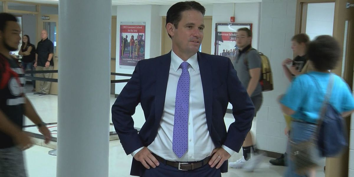 JCPS board praises superintendent Pollio in performance review