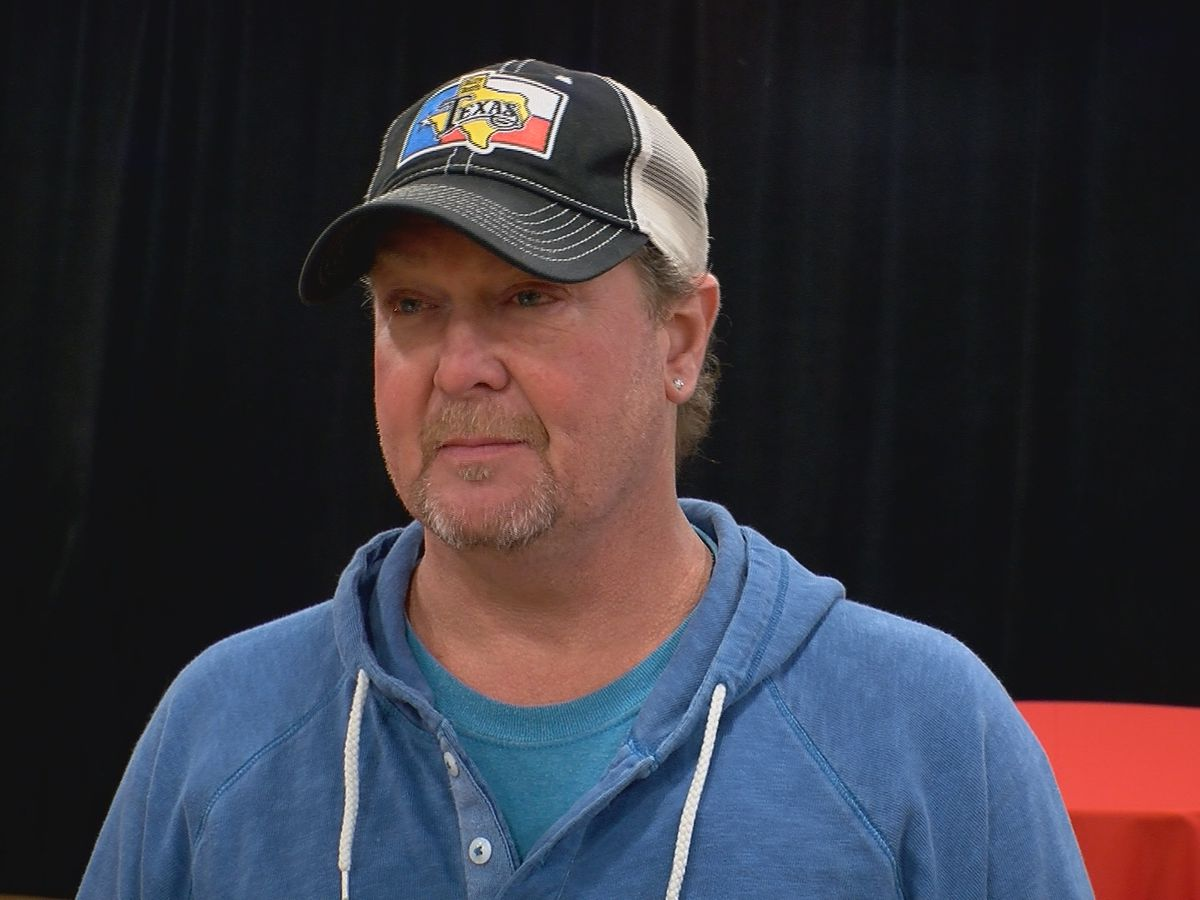 Country star Tracy Lawrence teams up with Louisville organization to feed families