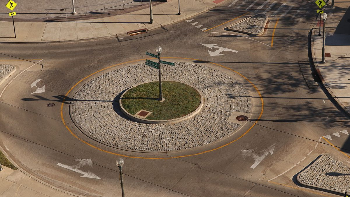 Roundabouts presented as options to add to Eastern Parkway