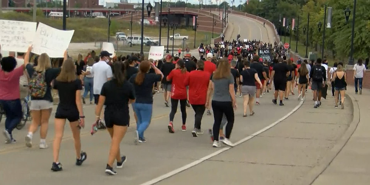 UofL basketball players lead march for Breonna Taylor