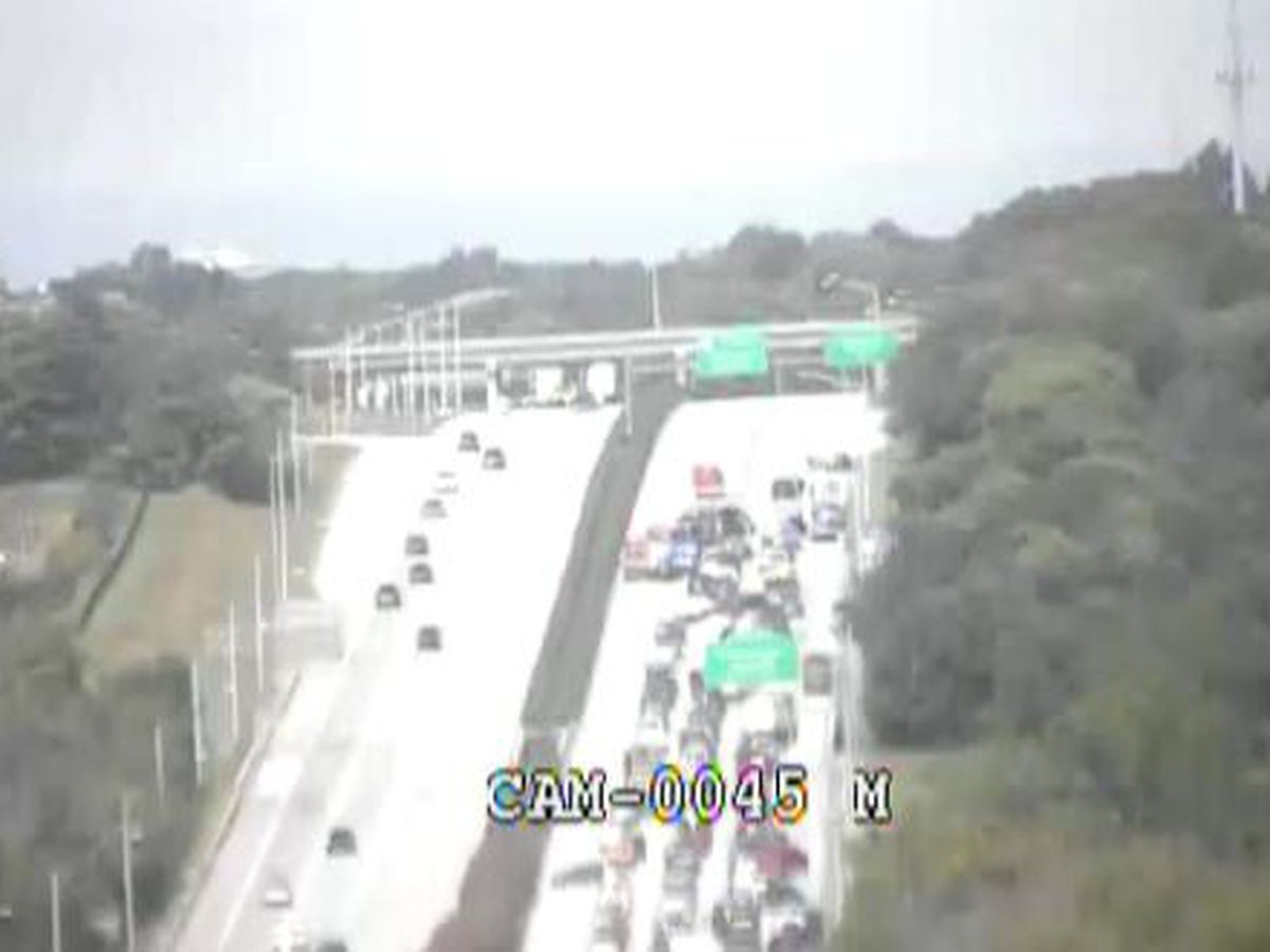 5-vehicle wreck causes delays on Interstate 64 west