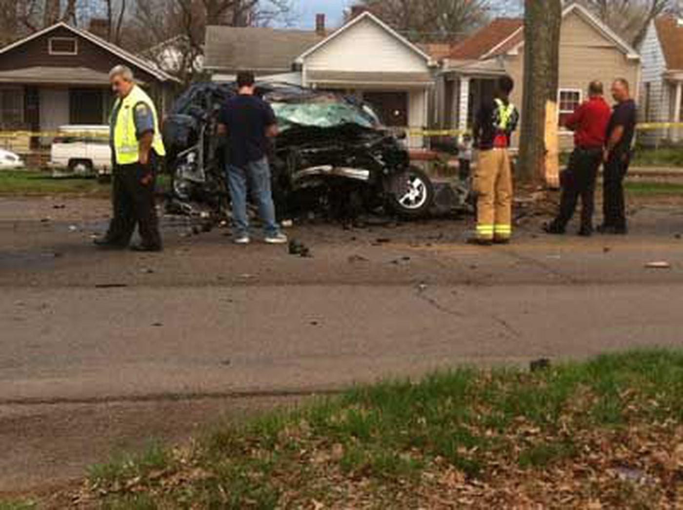 Deadly crash shuts down Algonquin Parkway