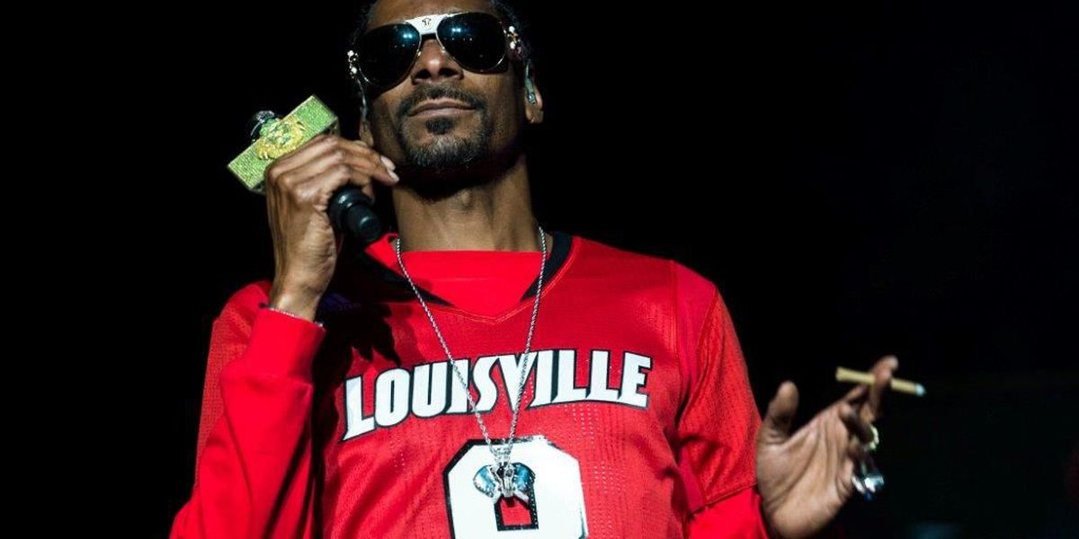 Snoop sports Lamar Jackson jersey as he rocks The Palace Theatre