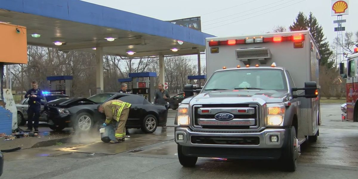 Car hits gas station in Shelby Park