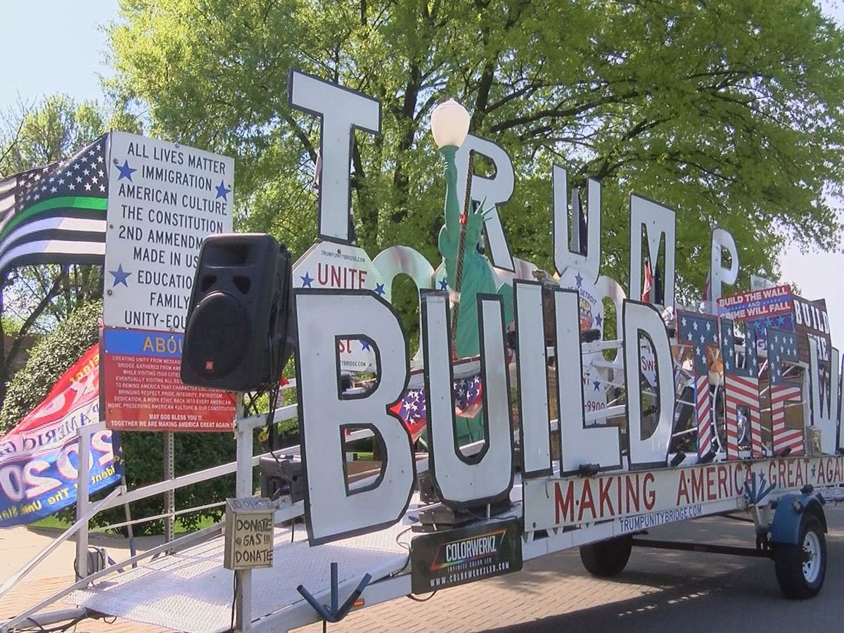 'Trump Unity Bridge' makes appearance on UofL campus