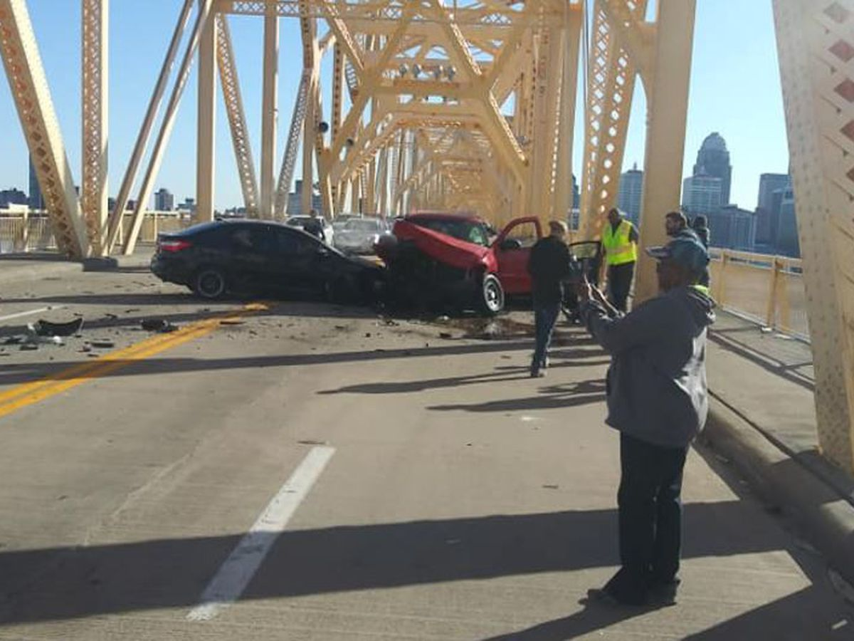 Clark Memorial Bridge closed after at least 1 injured in 5-vehicle crash