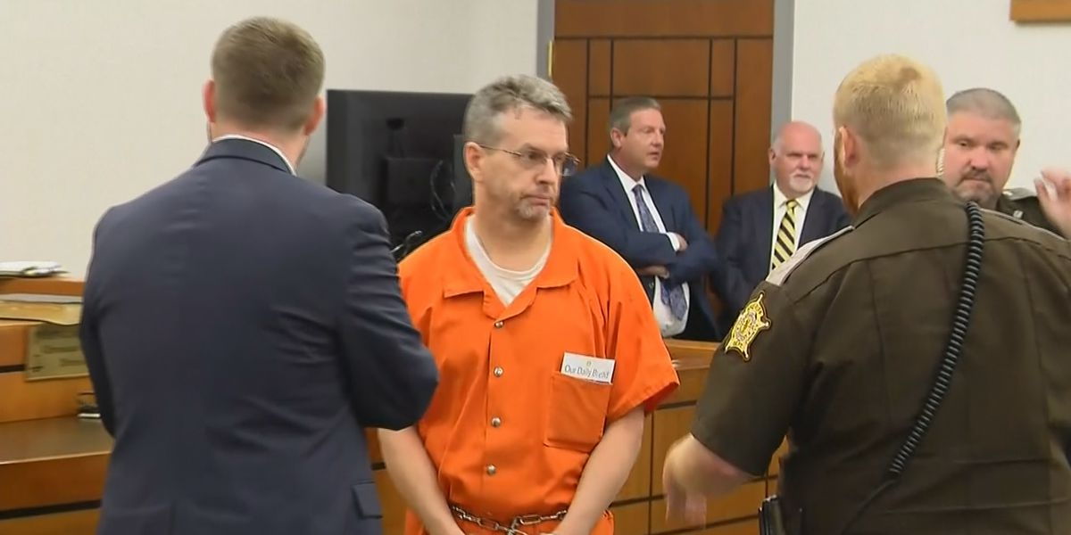 Pilot accused in Kentucky triple murder appears in court