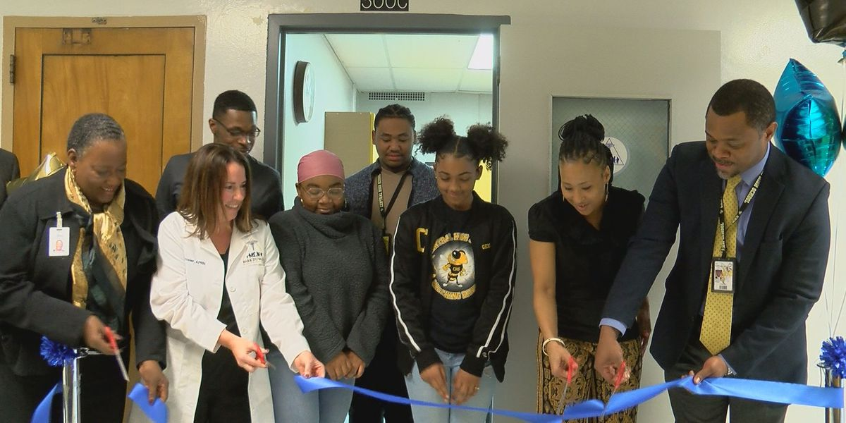 Free health clinic for students opens at Central High School