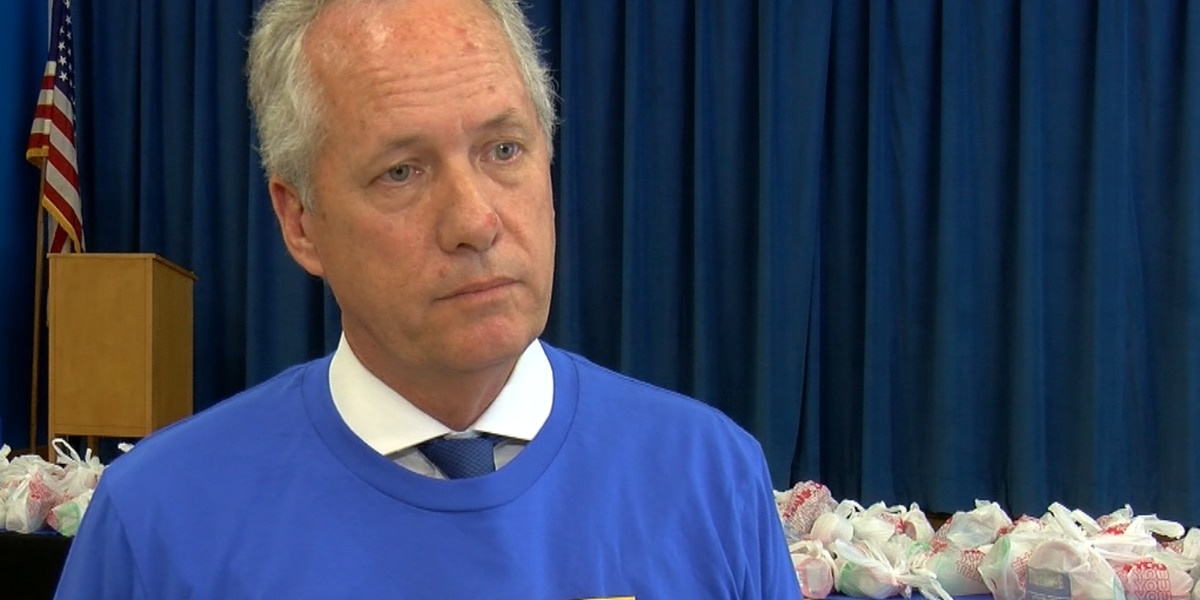 Mayor Fischer defends LMPD chief in Breonna Taylor death investigation