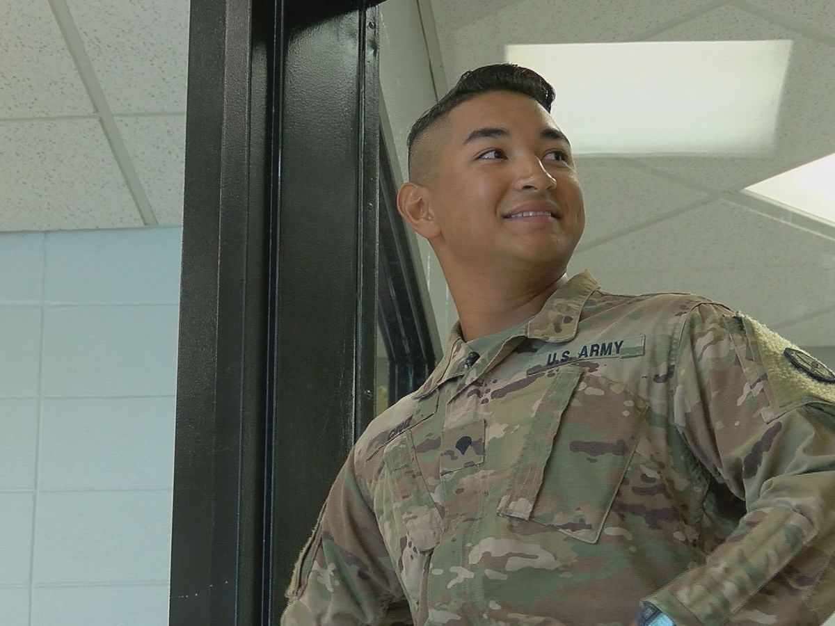 Kentucky soldier surprises brother at middle school