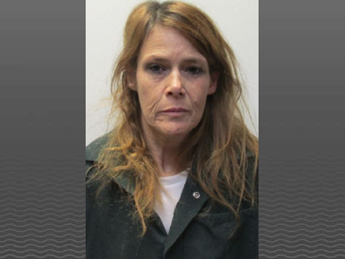 Woman sought after attempting to mail drugs to jail turns herself in