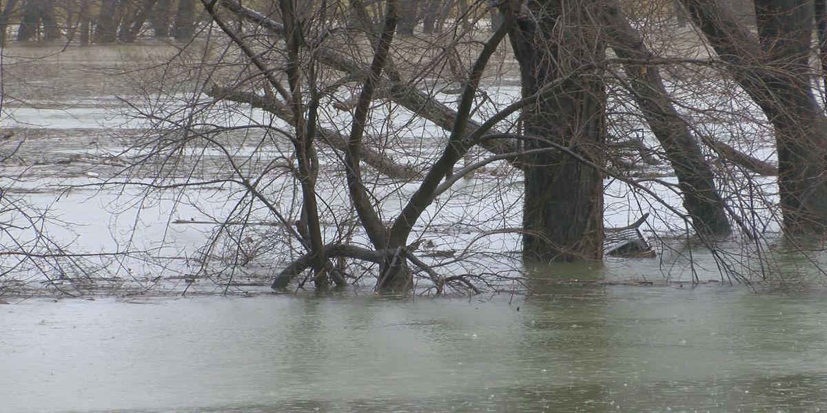 Restaurants along River Road brace for flooding