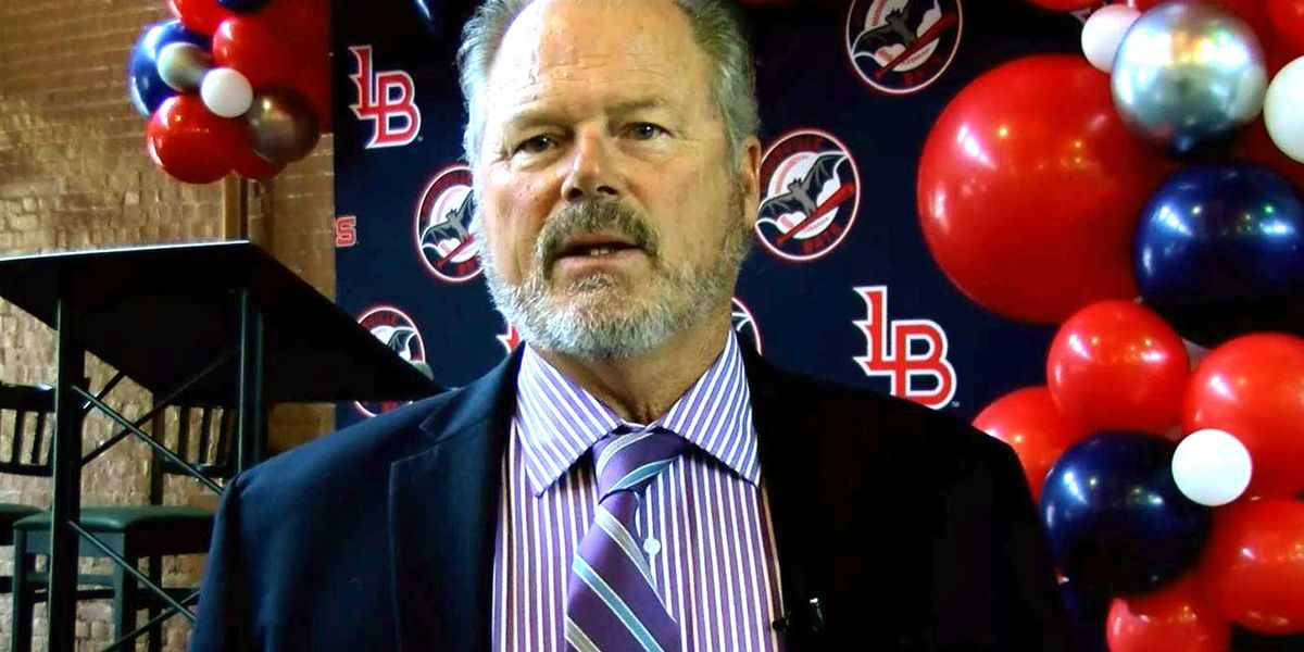 Bats eye new season with new manager