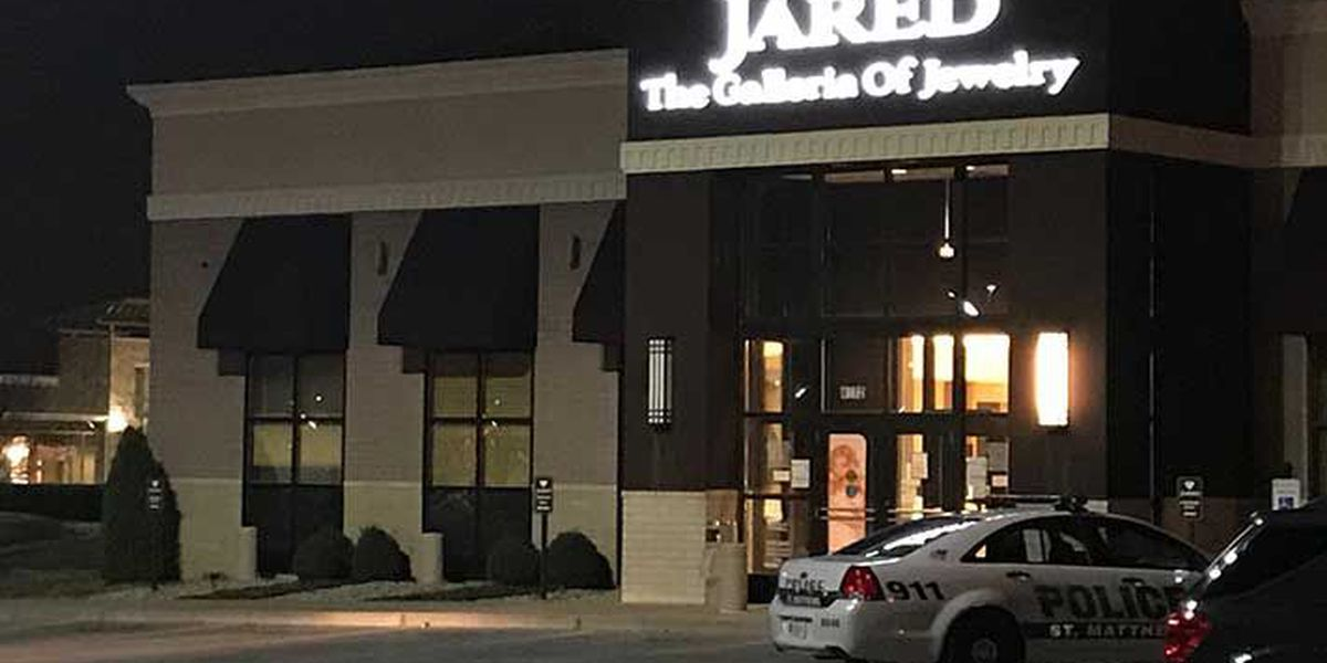 Saint Matthews Police respond to smash and grab robbery at jewelry store