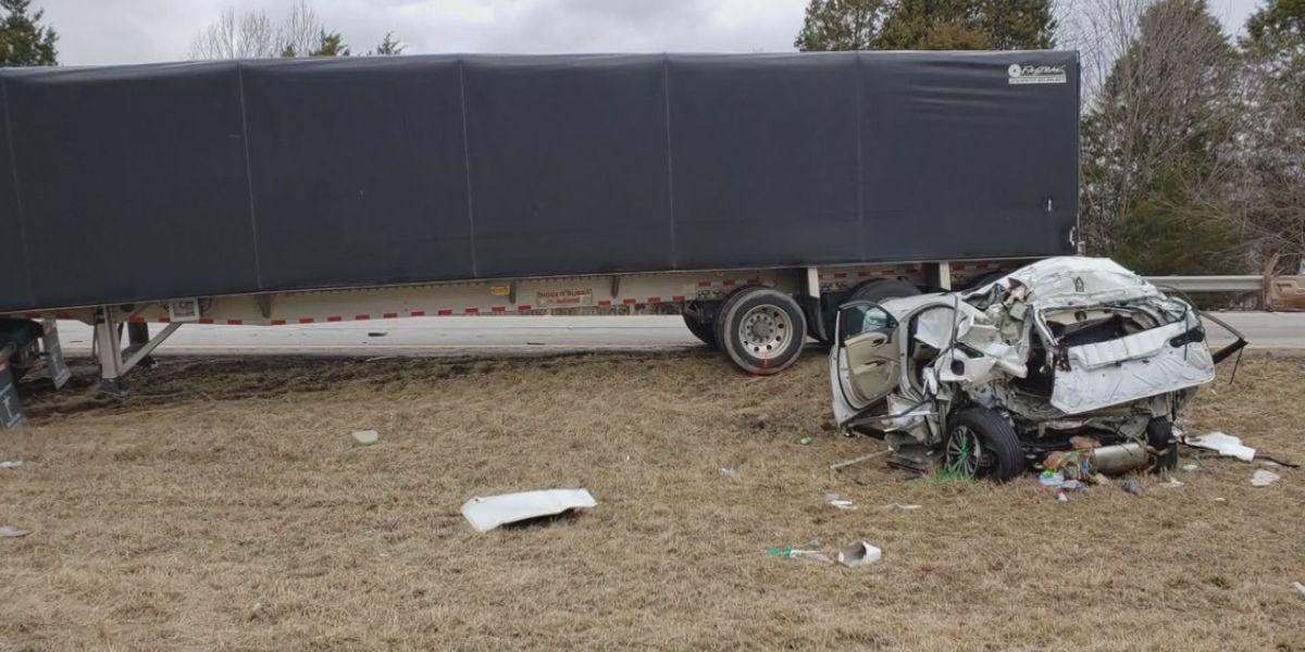 Crash on I-64 in Frankfort kills 2