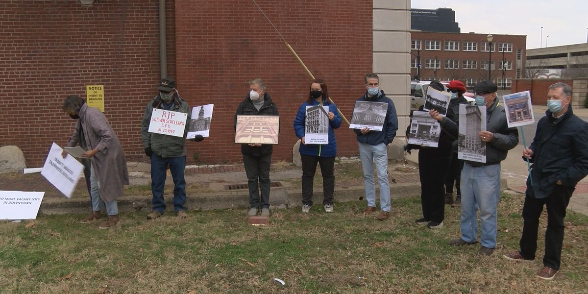 Group gathers for preservation rally to prevent Odd Fellows building demolition