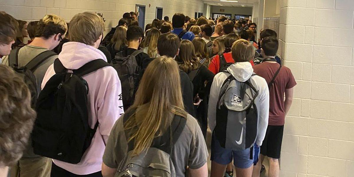 Principal drops penalty for Georgia teen over school photos