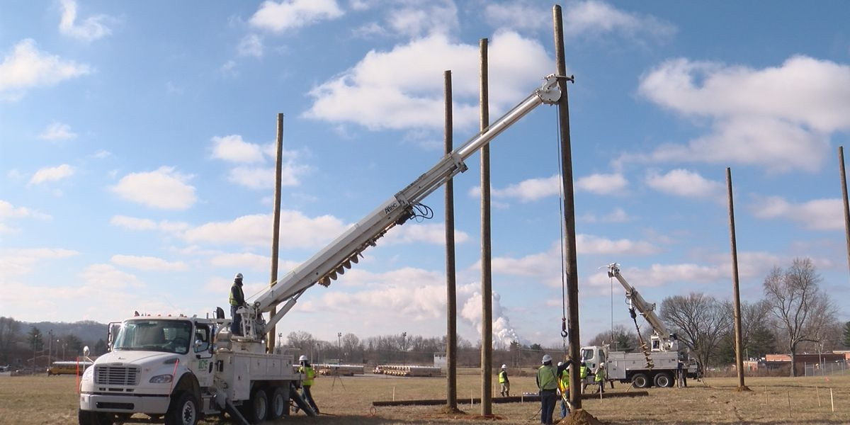 Lineman program allows people to start new career in 10 weeks