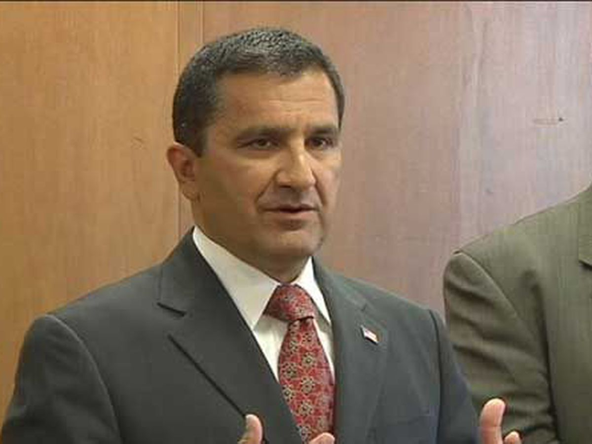 Floyd County Prosecutor Keith Henderson announces health setback