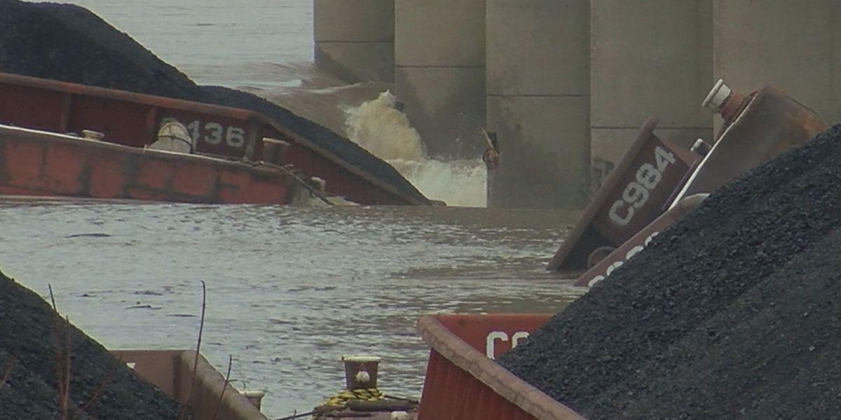 Equipment arrives to retrieve sunken barges