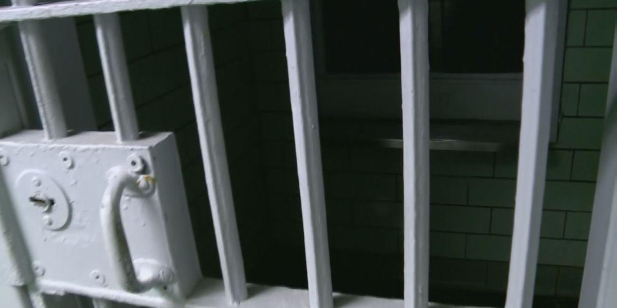 Man accused of burglarizing several Jeffersonville businesses