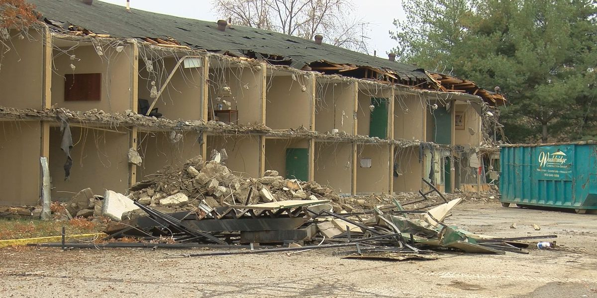 Demolition begins on former Clarksville motel
