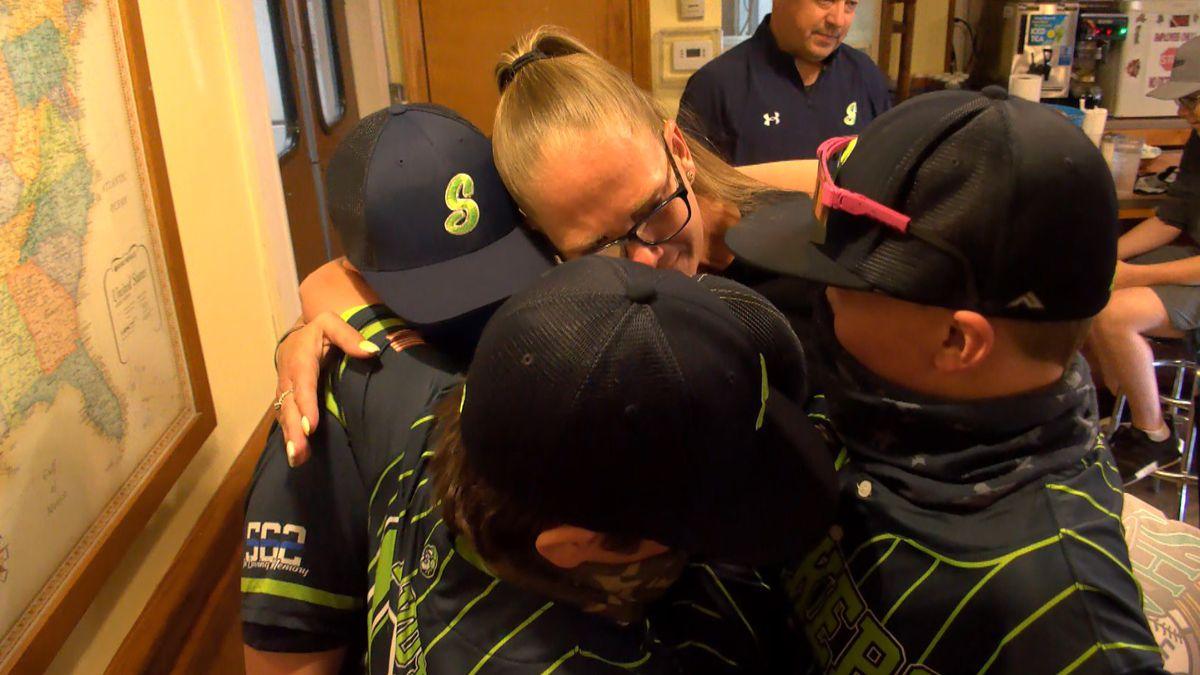 Indiana travel baseball team dedicates season to Charlestown officer killed by COVID-19