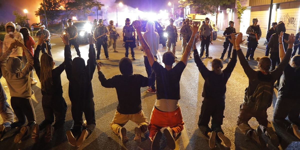 Minnesota governor fully mobilizes state's National Guard amid protests, police clashes